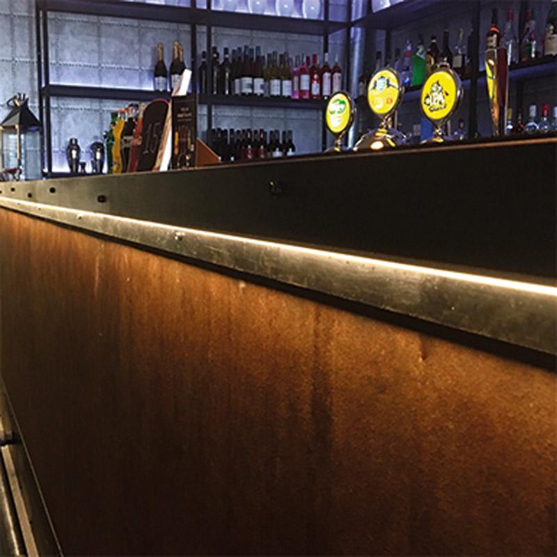 Bowlingmagasinet Värnamo. Snygg effekt på baren med LED-tejp i underkant på disken.